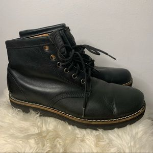 ROOTS lace up boots